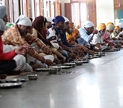People enjoying a traditional langar meal | Ravneet13, Wikipedia